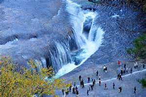 吹割の滝(国指定天然記念物)